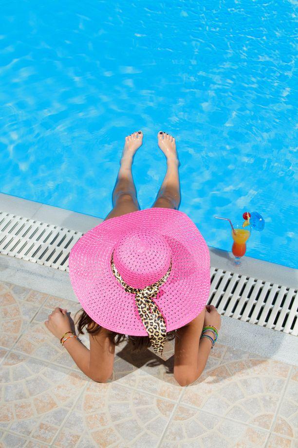 Käristä itsesi auringossa ilman aurinkovoiteita, mikäli haluat sairastua ja näyttää ikäistäsi vanhemmalta. (Jutusta löytyy vinkit, jos haluat pysyä terveempänä).