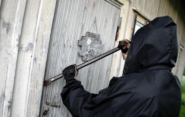 Mökkimurtojen riskin voi minimoida, vinkkaa poliisi.