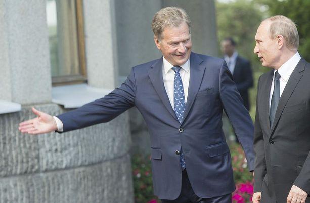 Kesäkuussa 2016 Niinistö ja Putin tapasivat Naantalissa Kultarannassa.