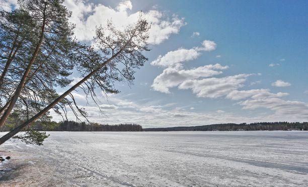 Keväällä jäät ovat petollisia.