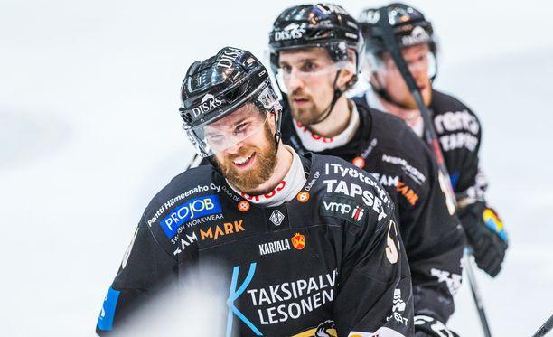Jani Hakanpää löi pöytään tehot 1+1, kun Kärpät avasi finaalisarjan 3-0-voitolla Tapparasta.