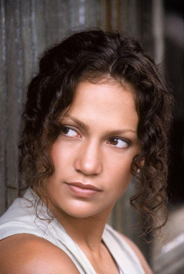 Ennen supertähteyttä Jennifer loi uraa luonnollisessa, tummassa ja kiharaisessa hiustyylissä.