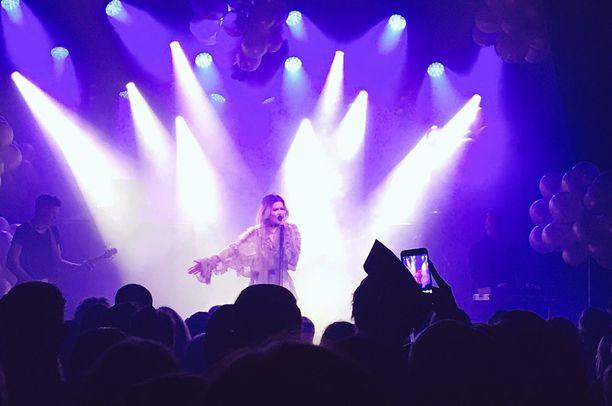 Jenni Vartiainen esiintyi lauantaina ja sunnuntaina Helsingin Tavastia-klubilla.
