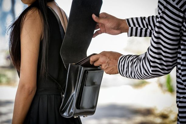 Poliisi kehottaa kansalaisia olemaan valppaina ja varomaan taskuvarkaita.