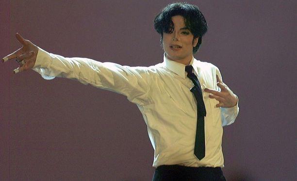 """Michael Jackson suhtautui sukupuoleen joustavasti, eikä mieltänyt olevansa mitään """"tiettyä"""" sukupuolta, kertoo tähden vuosikymmeniä tuntenut luottokuvaaja."""