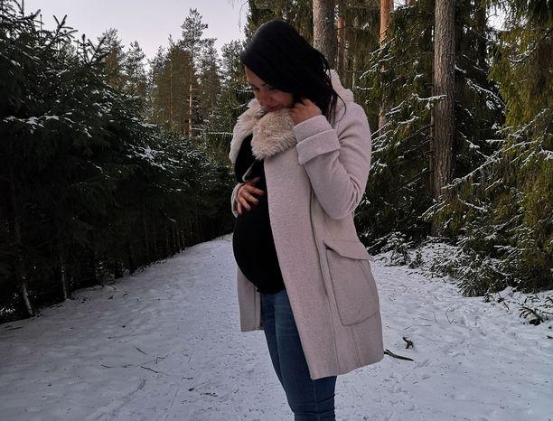 Epävarmuus ja itsesyytökset ovat varjostaneet Saran raskautta.