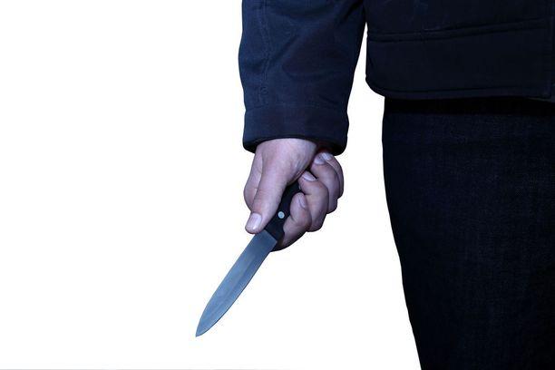 17-vuotias nuori mies sai vankilatuomion iskettyään ystäväänsä veitsellä kylkeen. Kuvituskuva.