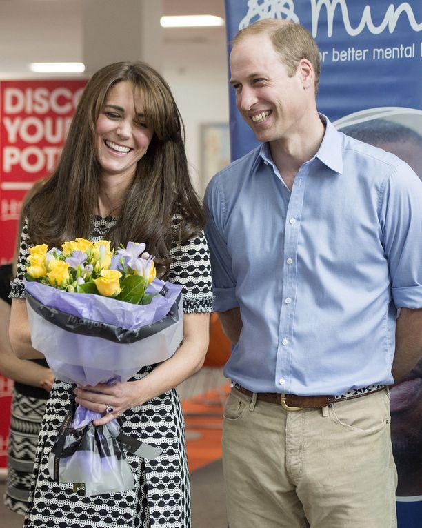 Williamilla ja herttuatar Catherinella on kaksi lasta, 2-vuotias George ja toukokuussa syntynyt Charlotte.