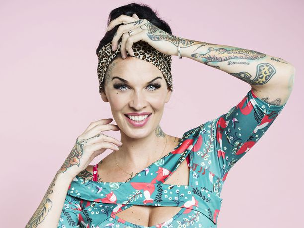 Sini Ariell saatetaan nähdä maailman suurimman tatuointilehden kannessa.