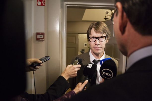 IAU:n puheenjohtaja Juhani Haapasaari kuvailee kritisoimaansa Finaviaa vanhaksi virkamiesorganisaatioksi.