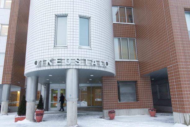Oulun käräjäoikeuden pakkokeino-osastolla on jälleen käsittelyssä vangitsemisvaatimus, jossa epäilty rikos on törkeä raiskaus.