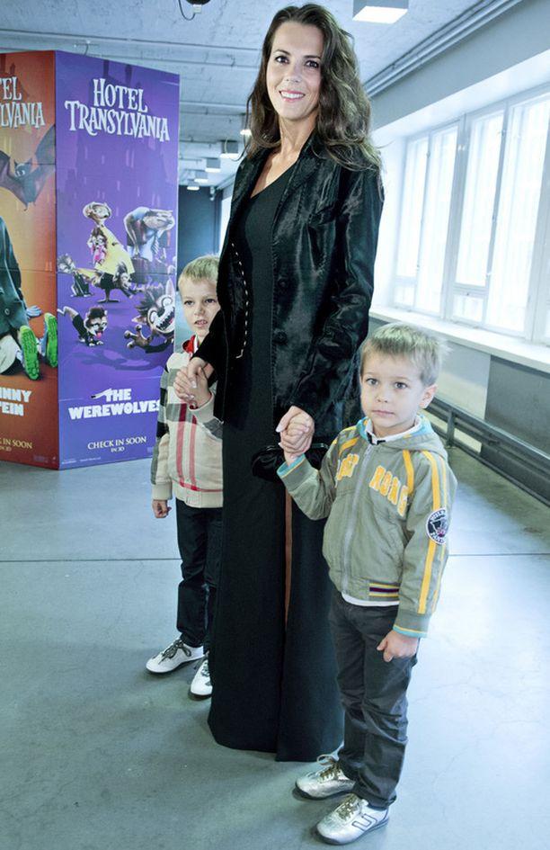 Ly Jürgenson ja pojat Caron sekä Bruno
