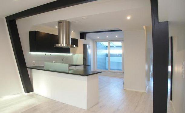 Myynti-ilmoituksen mukaan täysin saneerattu ja persoonallinen kattohuoneisto on harvinaisuus.