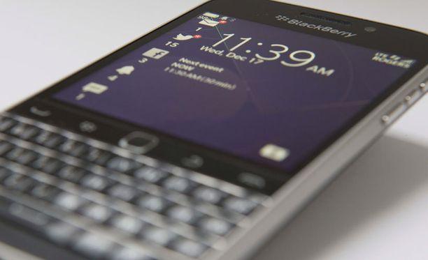 Blackberryn uusi Classic-malli vetoaa yrityksen vanhoihin asiakkaisiin perinteisellä muotoilulla.