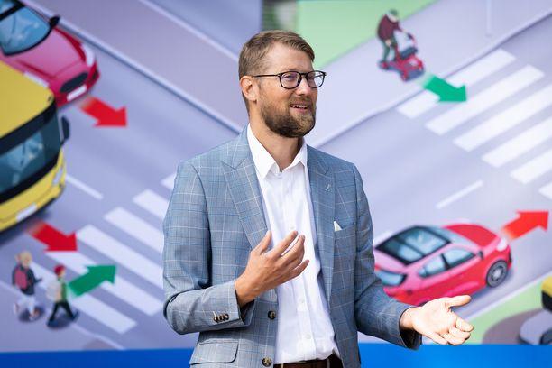 Liikenneturvan toimitusjohtaja avasi tiistaisen tiedotustilaisuuden Lasten liikennekaupungissa.