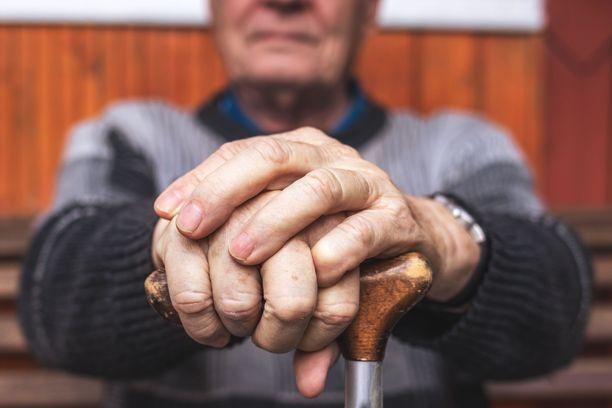 Muistisairaus ei asiantuntijoiden mukaan ehtinyt heikentää voimakastahtoisen miehen vointia niin paljon, ettei hän olisi kyennyt tekemään testamenttia. Kuvituskuva.