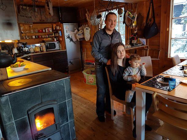 Suomeen leipiintynyt ja Espanjaan muuttanut Matti Ylitalo palasi perheineen takaisin vain muutaman kuukauden ulkomailla asumisen jälkeen. Nyt he asuvat taas Ylöjärvellä. Heidi-vaimon sylissä Damien-poika, joka on syntynyt Suomessa.