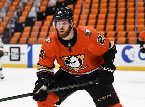 Jani Hakanpää kaupattiin Anaheimista huomattavasti parempaan joukkueeseen, Carolinaan.