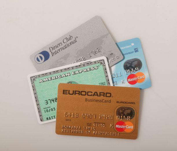 Ostoksien maksamiseen on käytetty Yhdyvalloissa myönnettyjä kortteja.