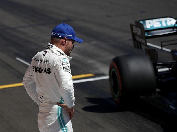 Valtteri Bottaksen olisi löydettävä sama vauhti kuin kauden alussa, ettei tallikaveri Lewis Hamilton karkaa MM-sarjassa liian kauas.