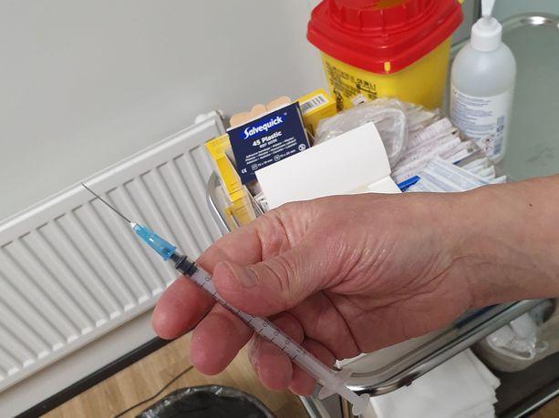 Rokotteen ensimmäisen annoksen on saanut 69 prosenttia väestöstä.