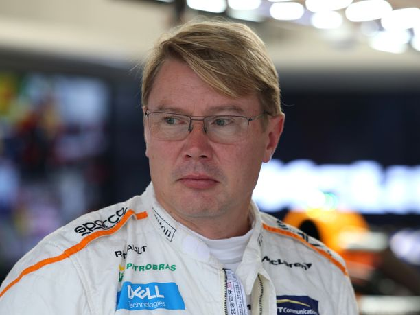 Mika Häkkinen ulkoilutti Suzukan GP-viikonlopun yhteydessä 20 vuoden takaista mestaruusautoaan, McLarenin MP4/13:ta.