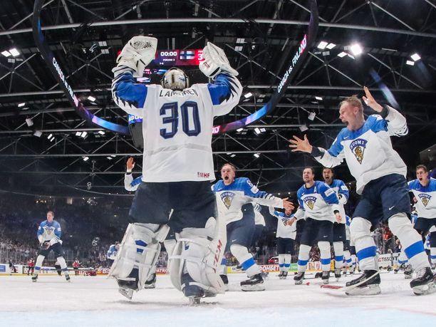 Bratislavan ihme! Altavastaajana MM-turnaukseen lähtenyt Suomen kiekkomaajoukkue kaatoi tärkeissä peleissä kaikki suurimmat kiekkomaat ja voitti maailmanmestaruuden.