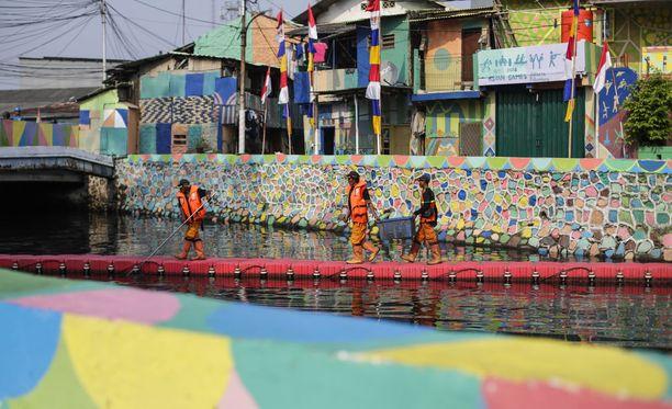 Väkeä on pestattu myös joenpuhdistustöihin kisojen alla.