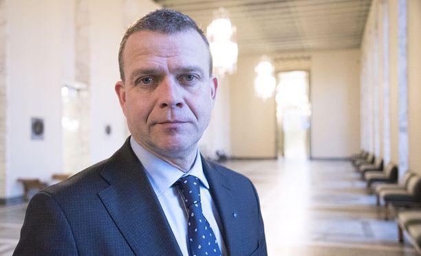 Kokoomuksen puheenjohtaja Petteri Orpo vaatii kokeilua Britannian mallin mukaisesta yleistuesta vielä tämän hallituskauden aikana.