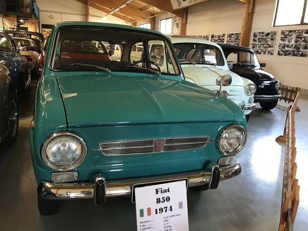 70-luvun Fiatissa on hieno värisävy, kuten italialaisautoissa usein on.