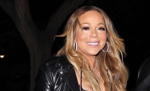Mariah Carey on taas varattu nainen.