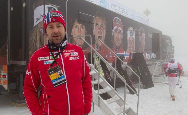 Norjalaiset testaavat tällä hetkellä tulevissa MM-maisemissa Falunissa huoltopäällikkö Knut Nystadin johdolla.