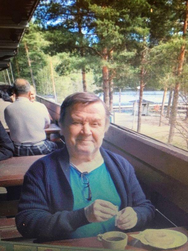 Itä-Uudenmaan poliisi julkaisi kadonneesta miehestä kuvan Twitter-kanavallaan.