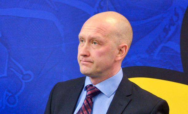 Jarmo Kekäläiselle sataa kritiikkiä Blue Jacketsin sopimuksista.