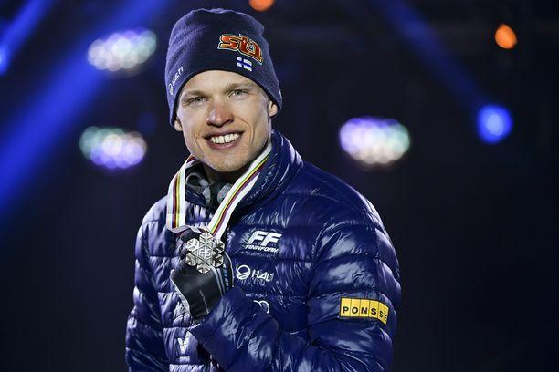 Iivo Niskanen voitti ainoana suomalaisena hiihtäjänä tällä kaudella MM-mitalin. Mies sai Seefeldistä 15 kilometrin perinteisen etenemistavan pronssia.