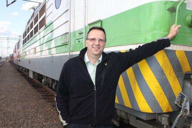Matkustajia ajatellen juna on kuitenkin erittäin turvallinen kulkuväline. Vaikka luonto heittää välillä omia haasteitaan matkan teolle, on tärkeintä päästä perille turvallisesti, Teräs sanoo.