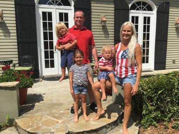 Saana Ingramin perheeseen kuuluvat aviomies Chad ja pariskunnan kolme lasta.