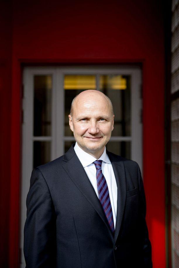 Työ- ja elinkeinoministeriön kansliapäällikkö Jari Gustafssonin mielestä esimerkiksi vuorotteluvapaan lopettamista pitäisi harkita.
