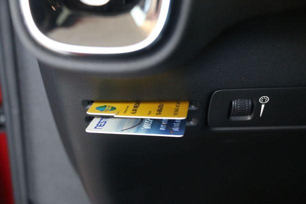 Parkkihallin kortille tai bensakortile esimerkiksi sopivat nämä korttipaikat.