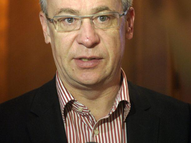 STT:n tiedotteen mukaan Mika Pettersson eroaa tehtävästään yhteisestä sopimuksesta ja hyvässä yhteisymmärryksessä.