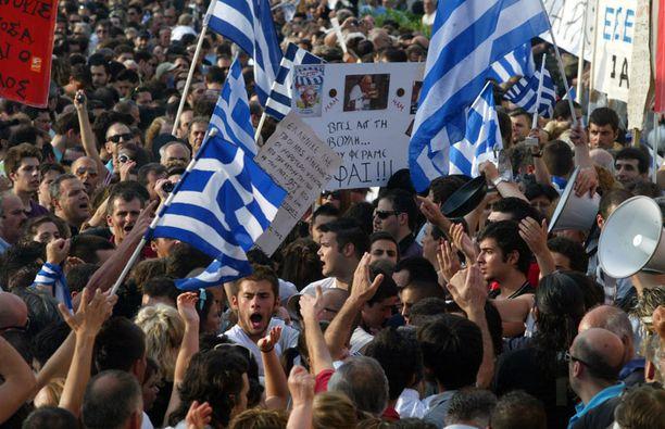 Kreikkalaiset ovat osoittaneet mieltään säästötoimenpiteitä vastaan.
