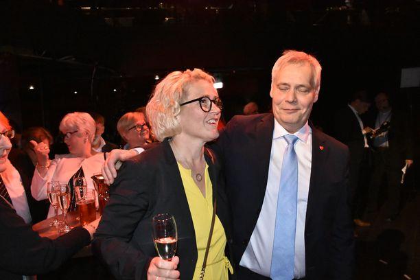 SDP:n puheenjohtaja Antti Rinne on saanut Miapetra Kumpula-Natrilta tukea puoluejohtajakautensa aikana.
