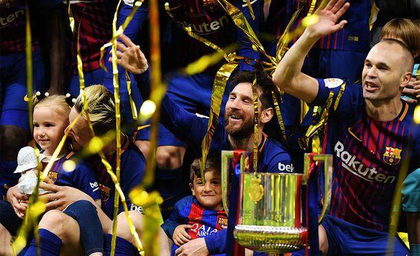 Lionel Messi ja kumppanit pääsivät juhlimaan mestaruutta sunnuntaina.