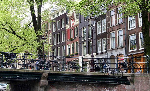 Amsterdamissa kärsitään valtavasta asuntopulasta ja vuokranantajat voivat asettaa erikoisia ehtoja.