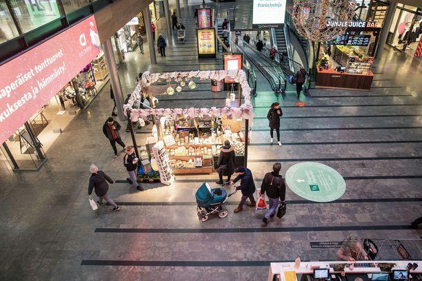 Kauppakeskuksetkin ovat kärsineet koronarajoituksista. Arkistokuva Espoon Isosta Omenasta viime joulukuulta.