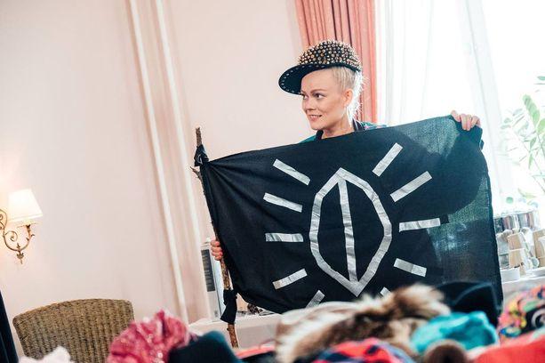 Anna Puu näyttää musiikkileiriläisille aivan uuden puolen itsestään, sillä hänestä paljastuu paitsi alter ego DJ Puuma, myös kirkkoveneilijä. Anna on ollut kolmesti Sulkavan souduissa soutamassa 60 kilometriä.