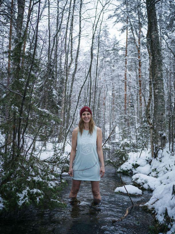 Johanna rakastui kylmään veteen, kun lääkäri kertoi, että se saattaisi auttaa hermosärkyyn.