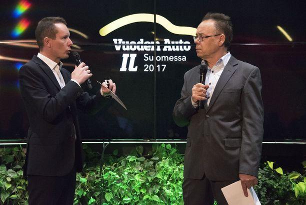 - Autot ovat suurimpia investointeja ihmisten elämässä ja herättävät vahvoja tunteita. Uusia malleja odotetaan innokkaasti ja autonäyttelyt ovat suosittuja, totesi tilaisuuden juontanut Tomi Tuominen vieressään tuomariston puheenjohtaja Pentti J Rönkkö.