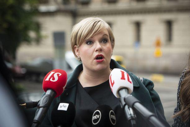 Annika Saarikon mukaan luottamuksen antaminen Haavistolle oli vaikeaa.