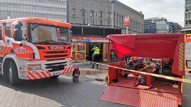 Pelastuslaitos aloitti pumppaustyöt asemalla perjantaina.